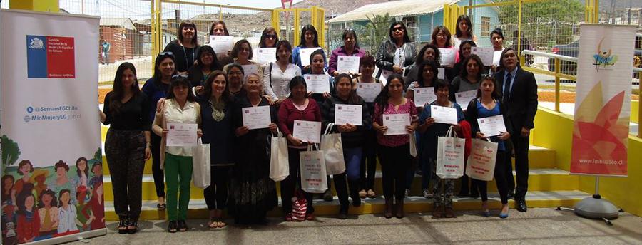 """Integrantes del """"Mujer Jefa de Hogar"""" de Huasco analizan programa en encuentro comunal"""