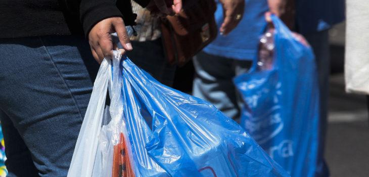 25 septiembre 2017/Valparaiso Proyecto de ley anunciado por el Gobierno propone la prohibición de bolsas plásticas en sectores costeros para descontaminar las playas del país, aplicándose en 102 comunas costeras. FOTO:YVO SALINAS/AGENCIAUNO
